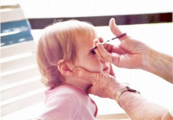 赤ちゃんや子どもの髪を切る (2)
