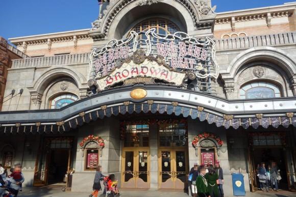 東京ディズニーシーのショー「ビッグバンドビート」の会場ブロードウェイミュージックシアター