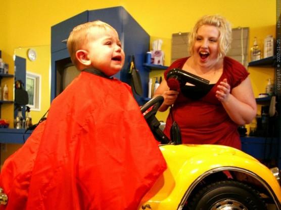赤ちゃんや子どもの髪を切る (3)
