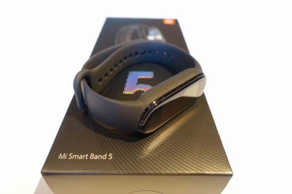 シャオミのmiband5がアマゾンで安い
