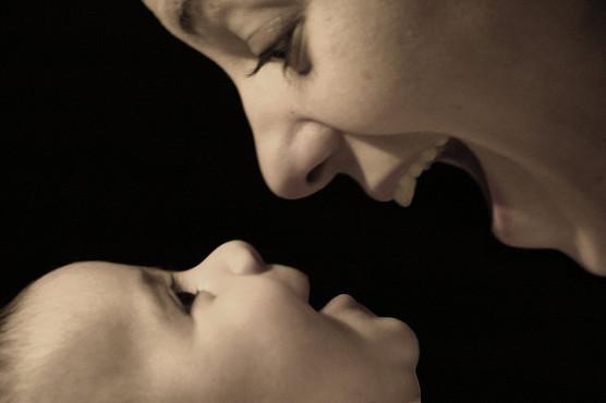 お母さんと赤ちゃんの写真