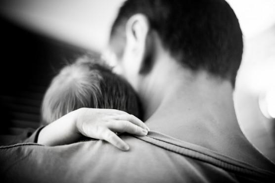 子育て中のパパと子供 (2)