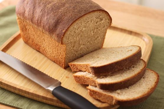 食パンを焼いて切る
