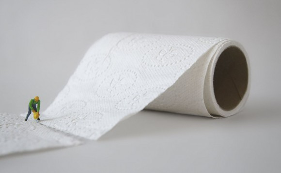男の子がトイレでおしっこをこぼす対策を考える