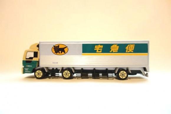 クロネコポイントでもらえるミニカー_10トントラック (4)
