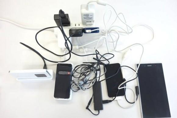 充電コードを整理する (1)