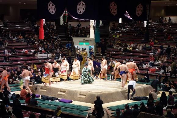 両国国技館の子供連れ相撲観戦 (3)