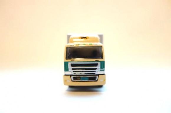 クロネコポイントでもらえるミニカー_10トントラック (3)