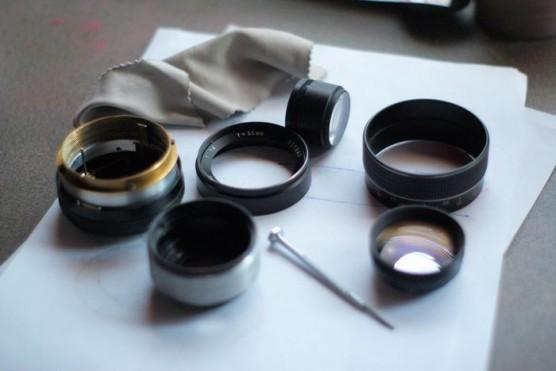 カメラのレンズの指紋を掃除する