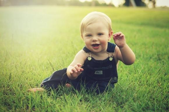 子どもの笑顔の写真