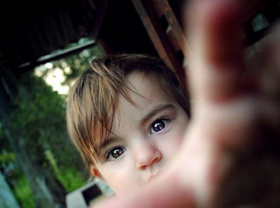 喜ぶ子どもの写真 (2)