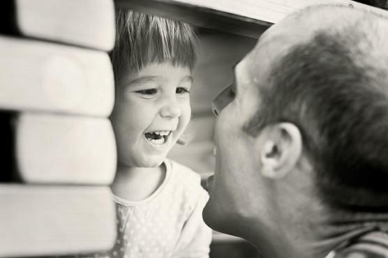 子供と激しく遊ぶ