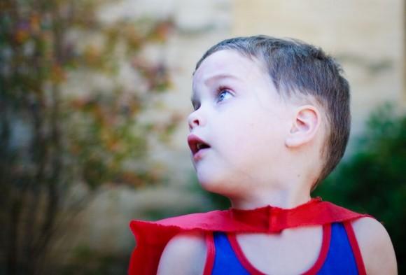 男の子のヒーローごっこを親はやめさせるべきか (1)