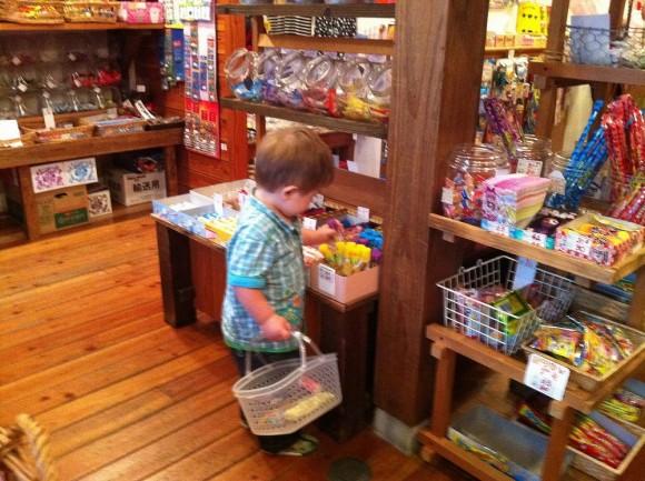 幼児は何歳から飴を食べてよいのか