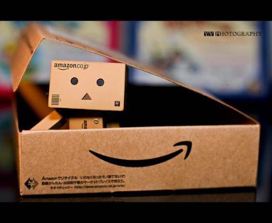 amazonの箱の写真