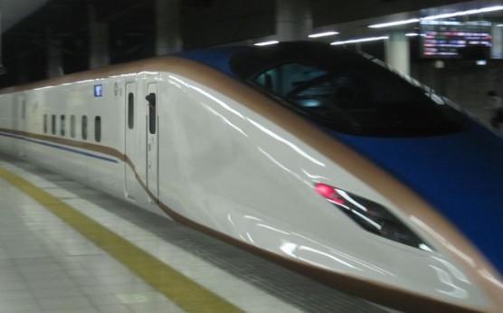E7系先頭車両