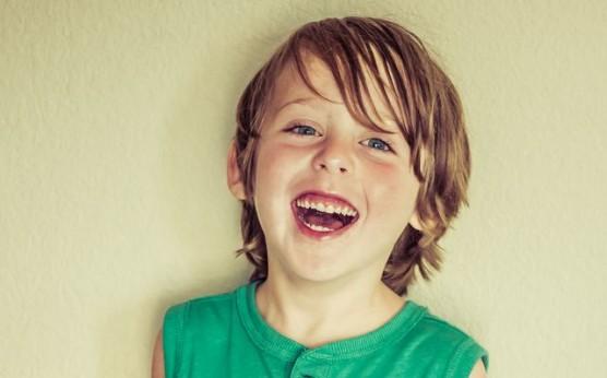 喜ぶ子どもの写真 (1)