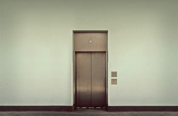 地震の時のエレベーターはどうしたらいいのか (1)